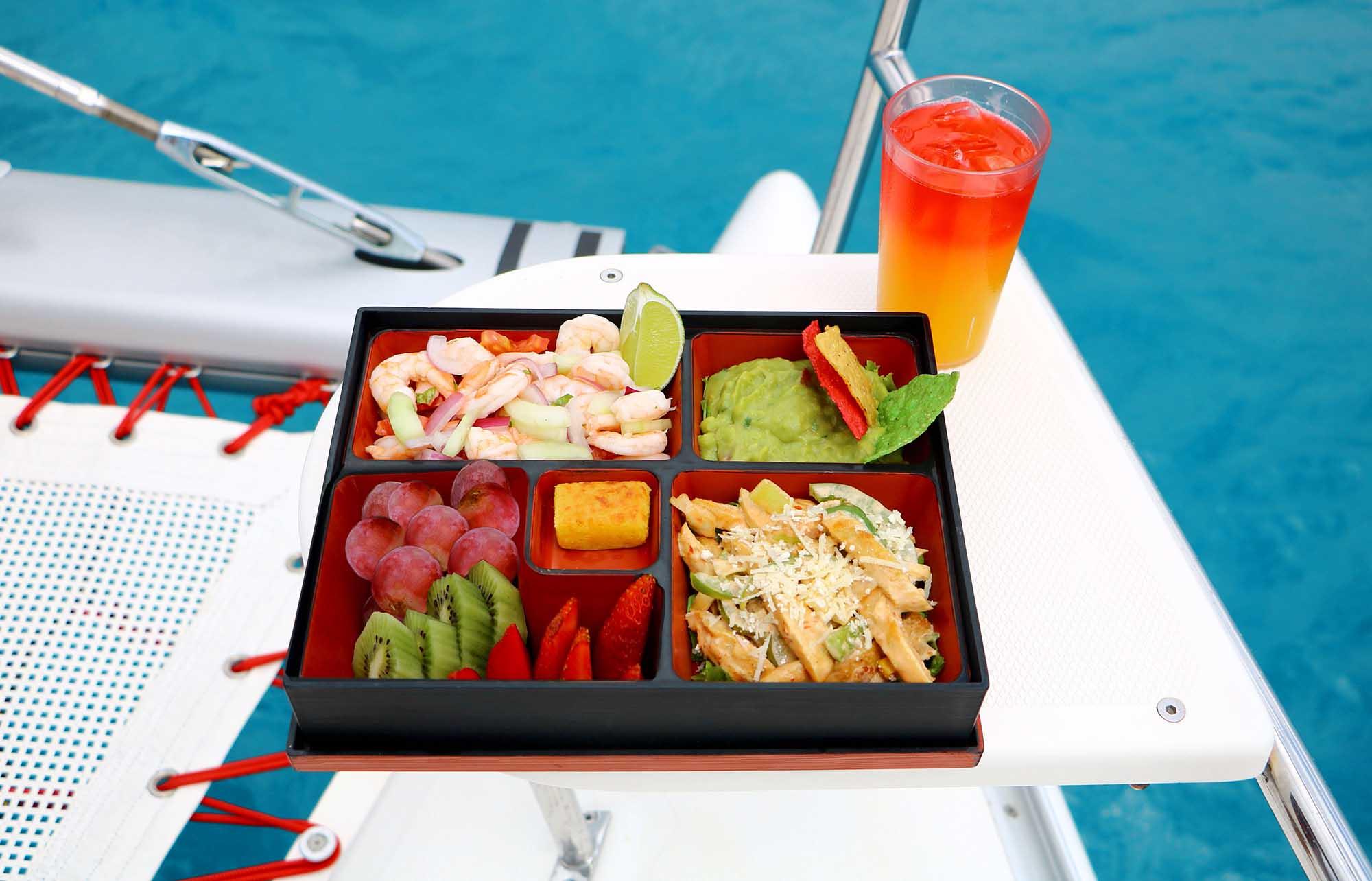 Déjeuner lors de l'excursion à Isla Mujeres en catamaran